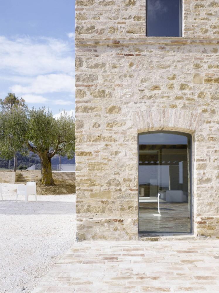 Renovación de una casa en Treia - Wespi de Meuron
