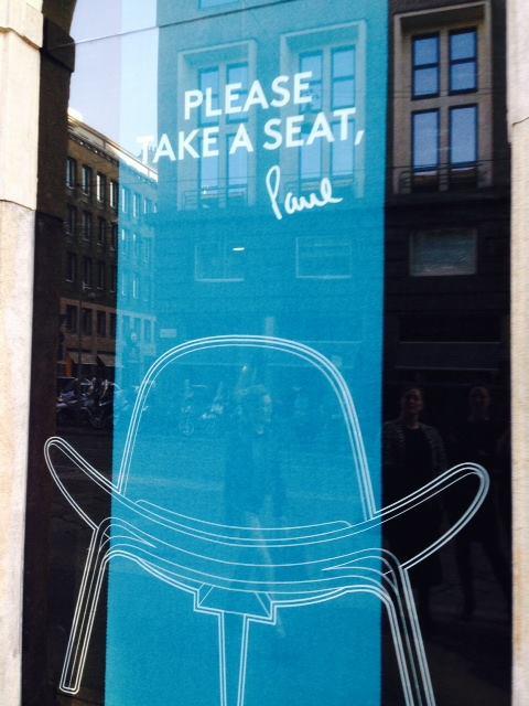 Milán 2014: Paul Smith tapiza diseños de muebles clásicos de Hans J. Wegner